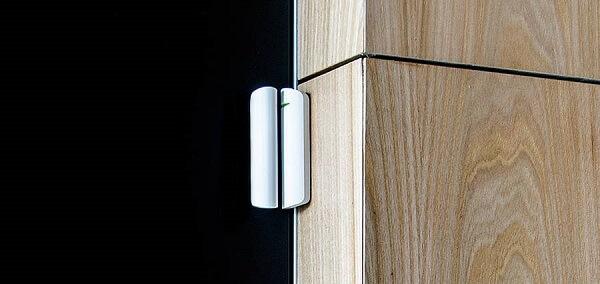 установка датчика открытия двери - фото